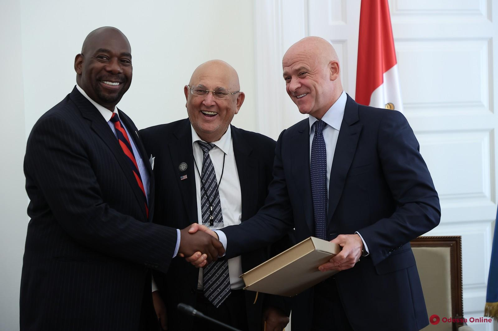 Геннадий Труханов встретился с делегацией американской Ассамблеи мира «Никогда не повторится»