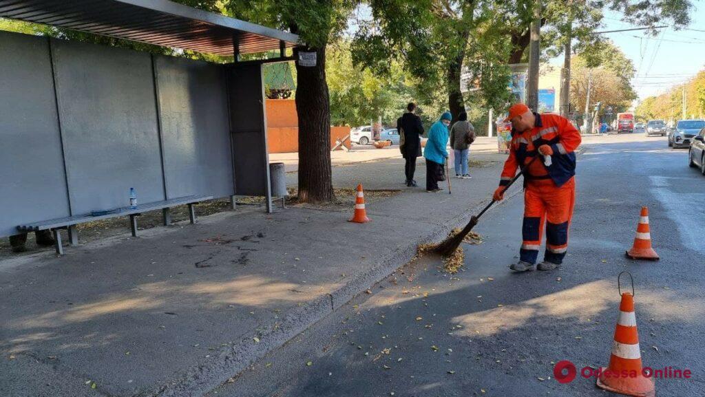 В Одессе от рук вандалов пострадало почти 100 остановочных комплексов (фото)