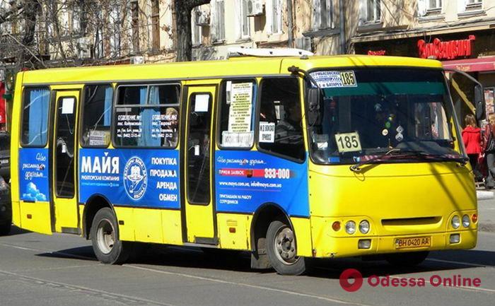 В Одессе маршрутка протаранила «пирожок»: появилось видео