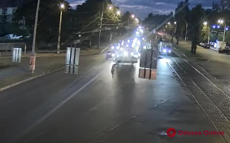 В сети появилось видео ночного ДТП на площади Толбухина