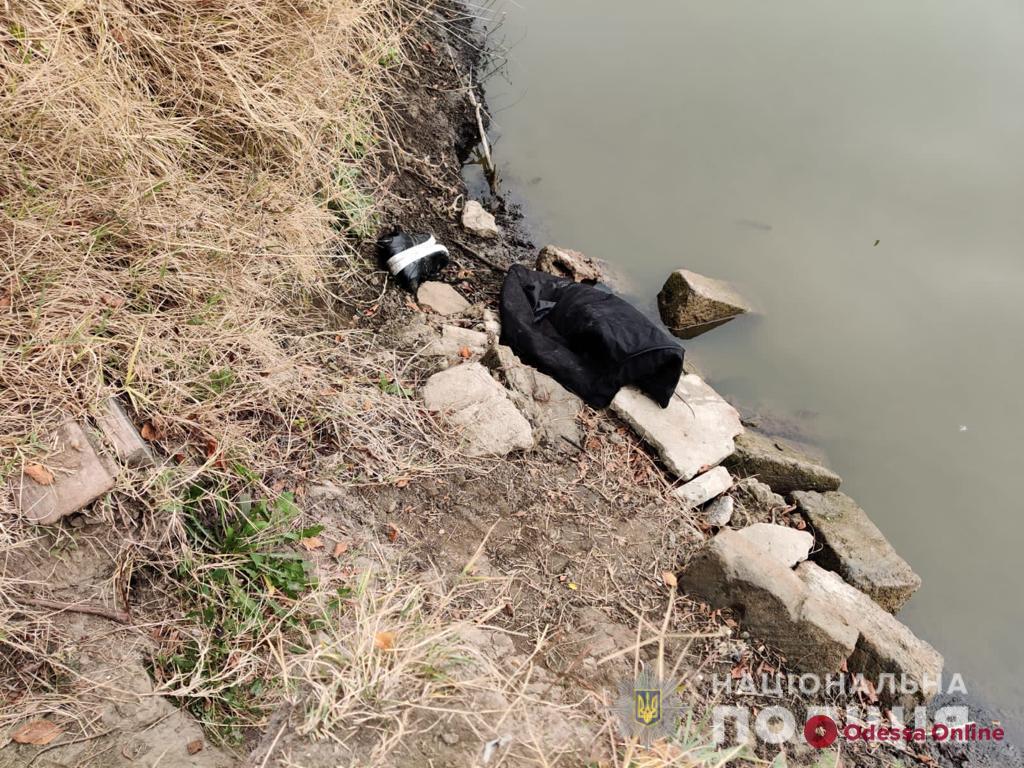 Забила камнем и избавилась от тела: в Одесской области задержали подозреваемую в убийстве