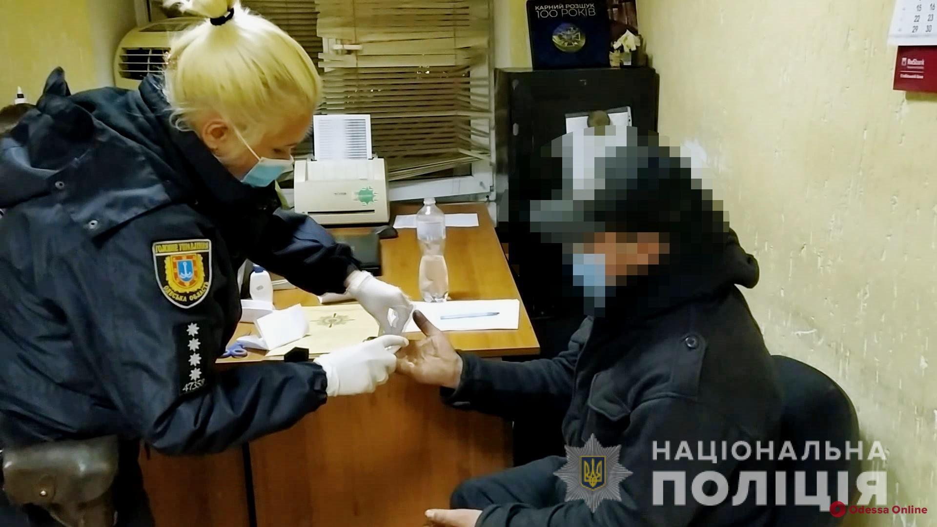 Не поделили добычу: в Одессе мужчина зарезал товарища за банковскую карту