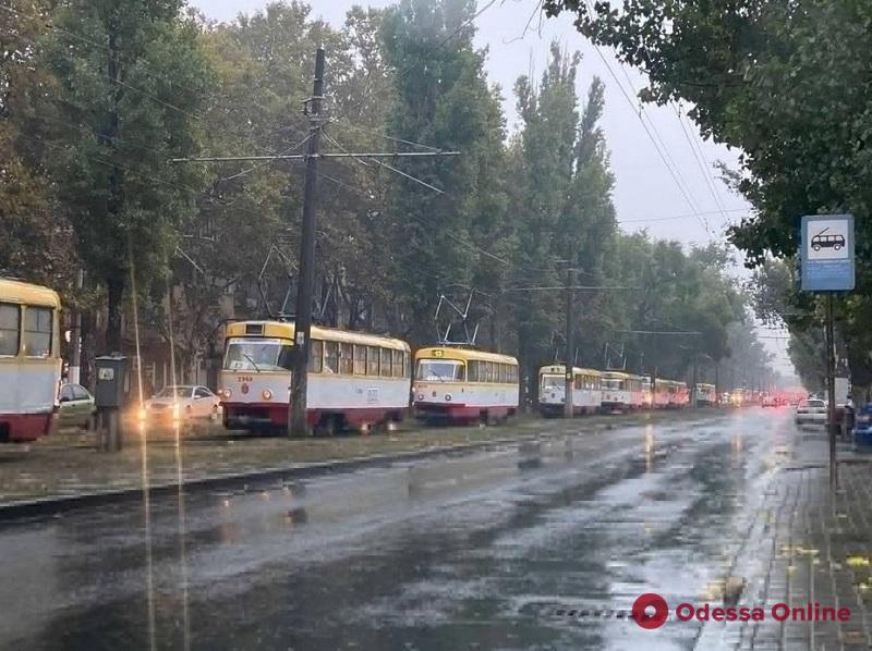 В Одессе междугородняя маршрутка въехала в столб