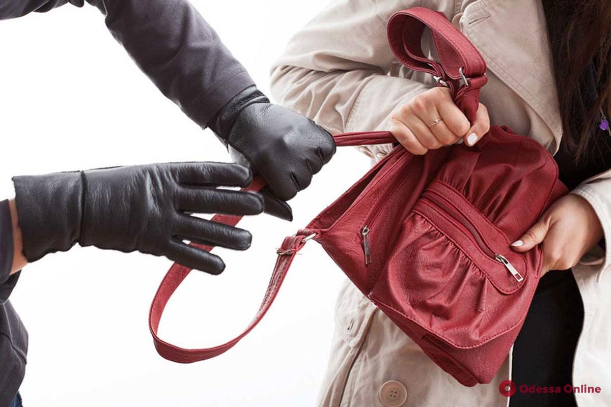 В Одессе заезжий гопник напал на горожанку ради сумочки