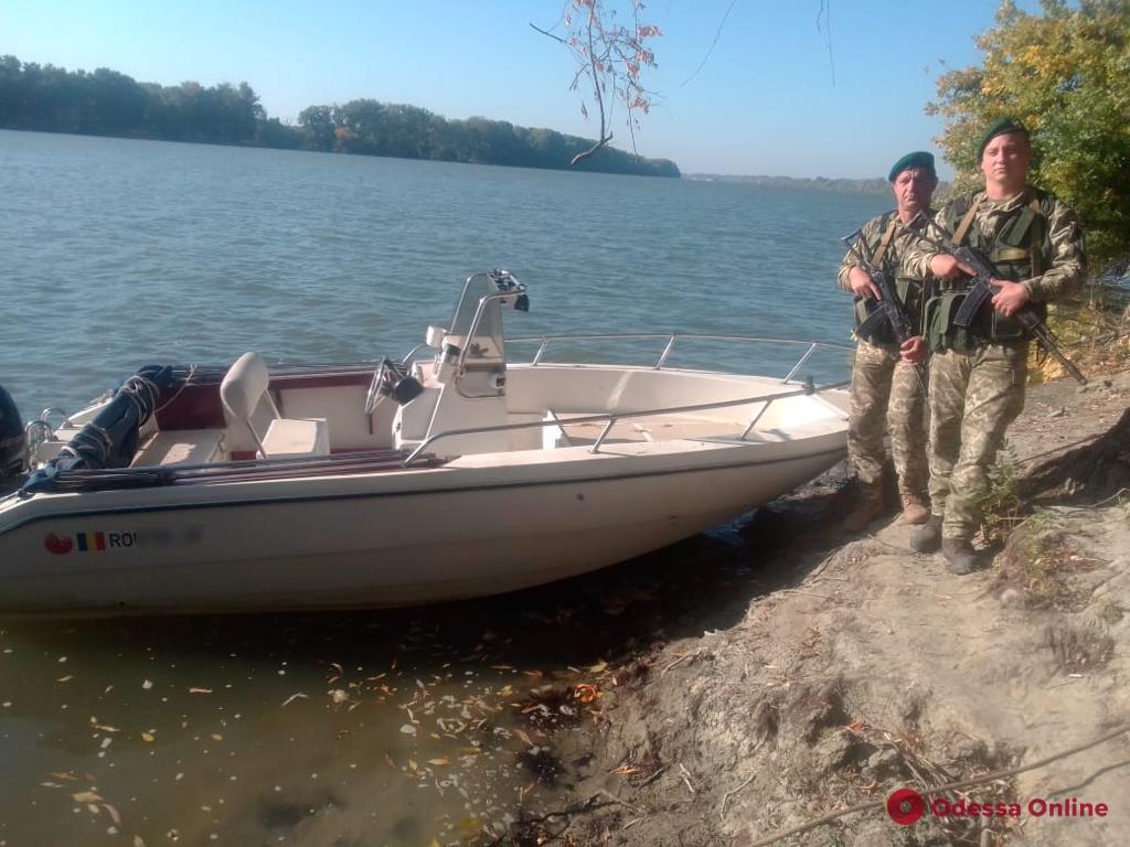 На Дунае пограничники задержали трех румын на двух лодках