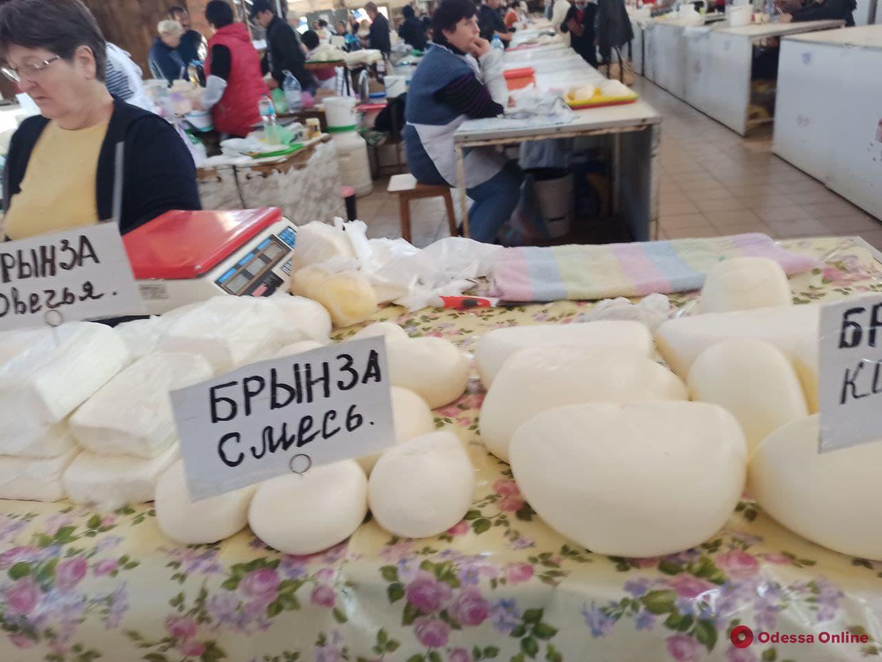 Брынза, камбала и яблоки: воскресные цены на одесском «Привозе»