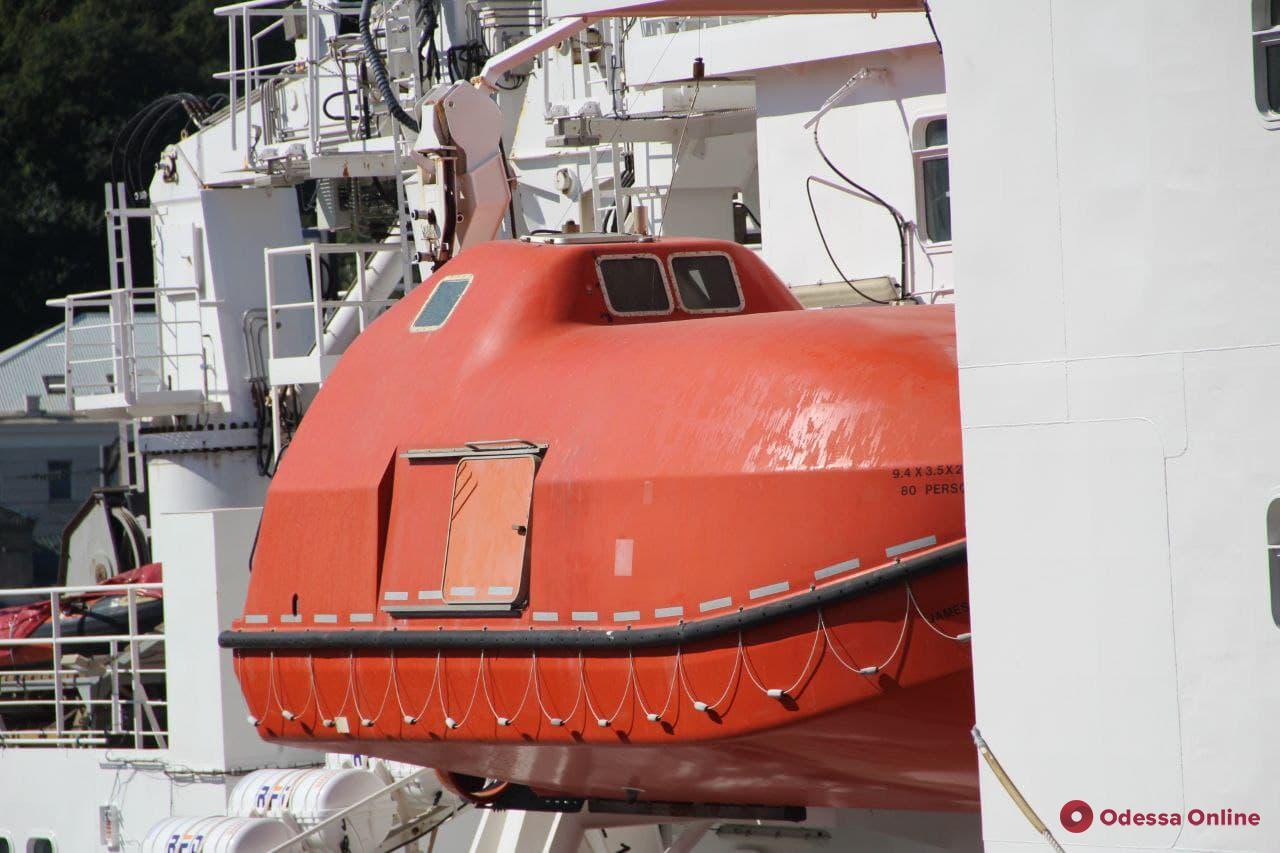 В Одесский порт зашел купленный у Британии ледокол (фото)