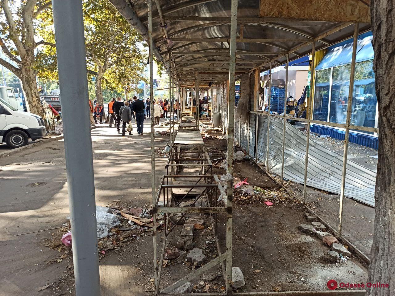 На Черемушках сносят стихийный рынок (фото)