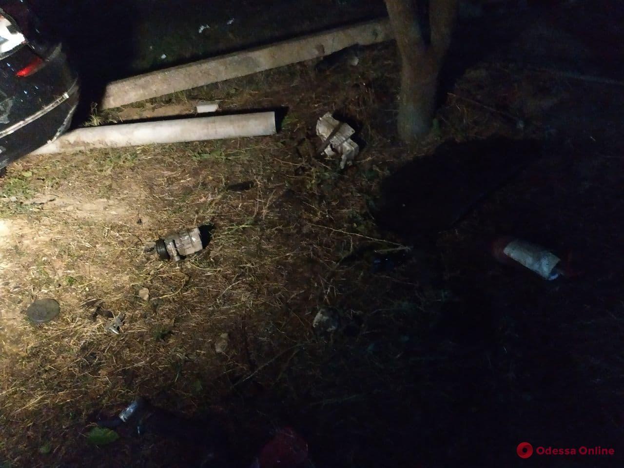 В Одессе автомобиль с военнослужащими попал в сокрушительное ДТП — пятеро пострадавших (фото, видео)