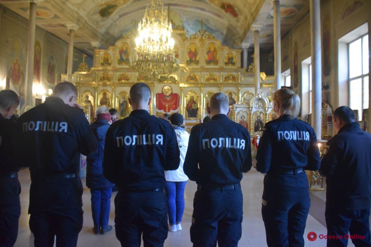 В одесском соборе Православной церкви Украины молились за погибших героев Украины