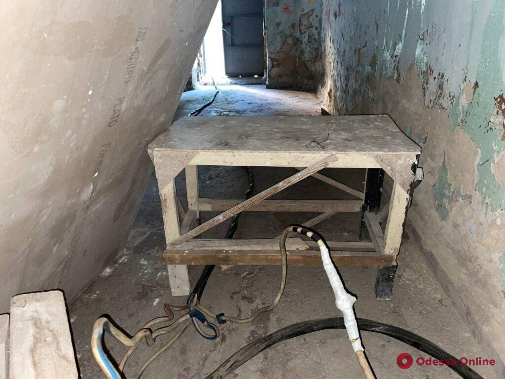 Переселенцы в доме на Успенской продолжают жить в холоде и без света – на 10 часов в сутки включают генератор