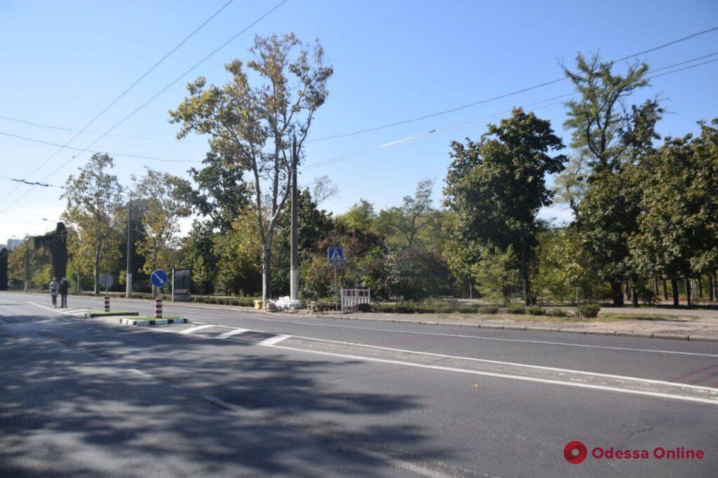 В Одессе обустраивают новые островки безопасности и пешеходные переходы