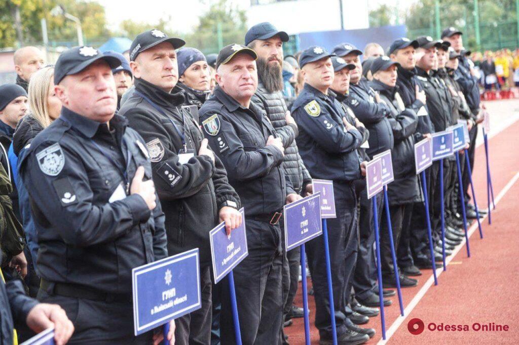 В Одессе проходит чемпионат по кроссфиту среди полицейских (фоторепортаж)