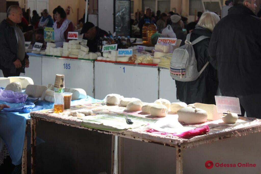 Хурма, баклажаны и луфарь: воскресные цены на одесском «Привозе»