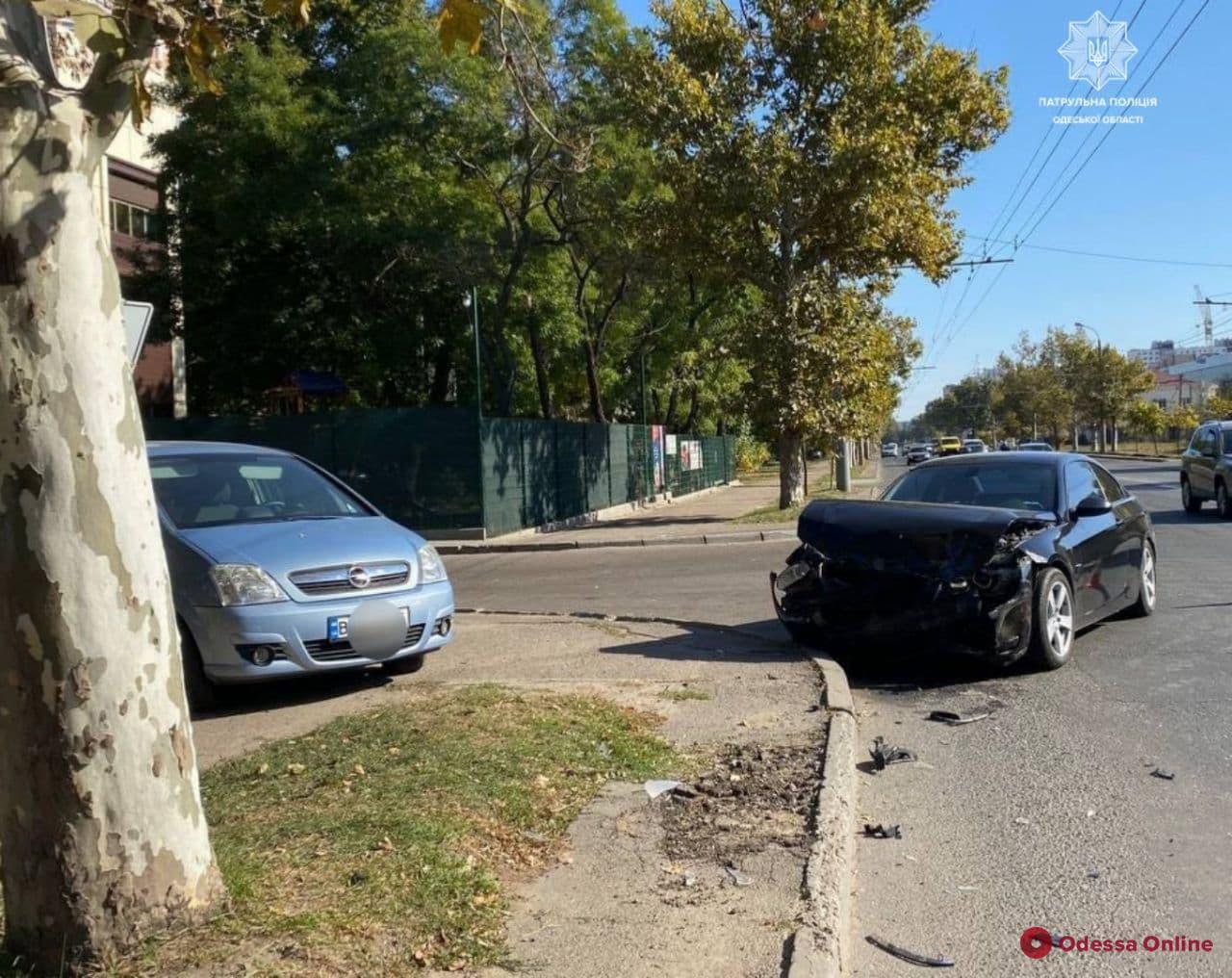 В аварии на Михаила Грушевского пострадала женщина