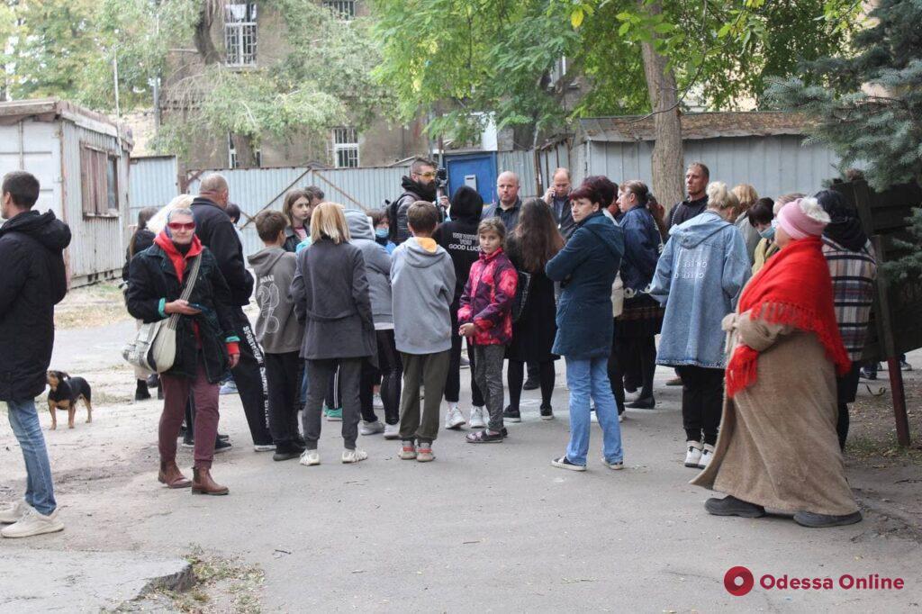 Переселенцы из дома на Успенской не хотят переезжать и боятся, что у них заберут генератор
