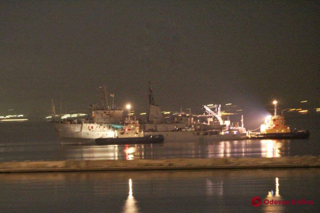 Поврежденное судно ВМС Украины «Балта» отбуксировали в Одесский порт (фото)